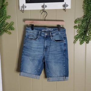 Universal Thread size 6 denim Bermuda shorts